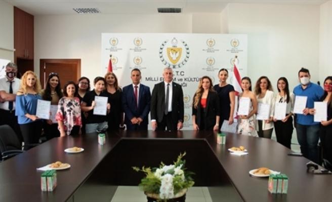 İşaret dili eğitimi kurs bitirme belgeleri verildi