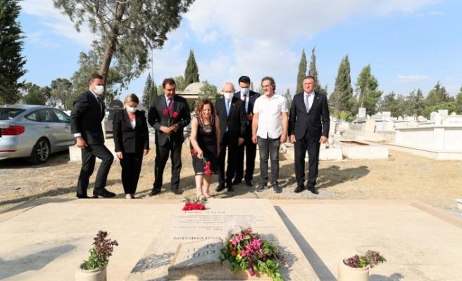 Kılıçdaroğlu'ndan Kutlu Adalı'nın mezarına ziyaret