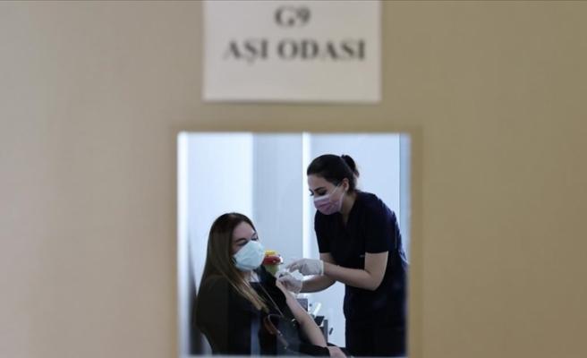 Türkiye'de Kovid-19 aşı randevusunda yaş sınırı 25'e indi