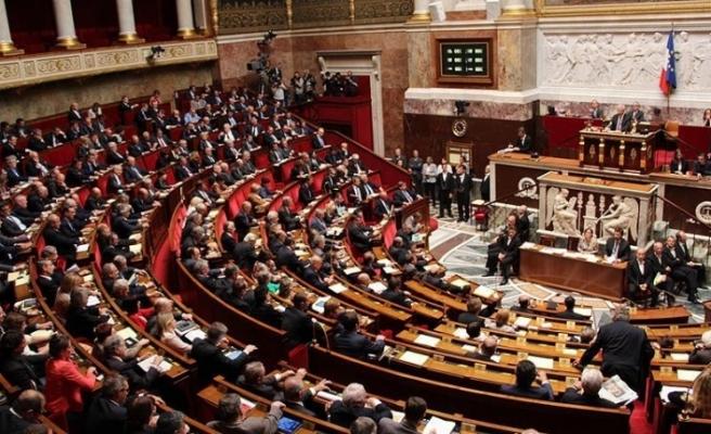 Fransa'da 'İslamofobik yasa' anayasaya uygunluğunun denetlenmesi için parlamenterlerce Konseye taşındı