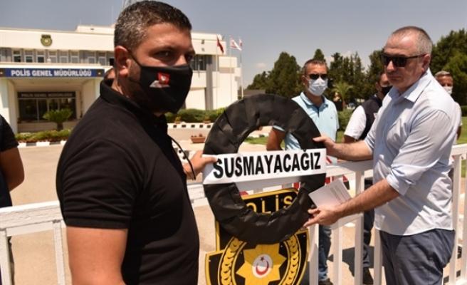 Polis Genel Müdürlüğüne siyah çelenk