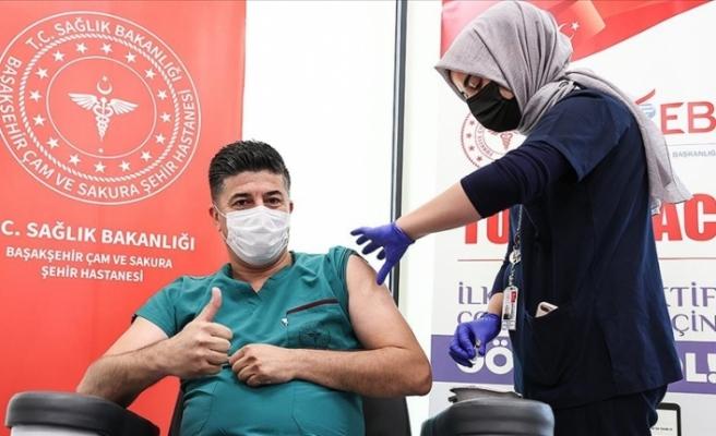 Türkiye'de Yerli aşı 'TURKOVAC', Faz-3 çalışması kapsamında İstanbul'daki gönüllülere uygulanıyor