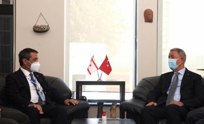 Dışişleri Bakanı Ertuğruloğlu, TC Milli Savunma Bakanı Akar ile görüştü