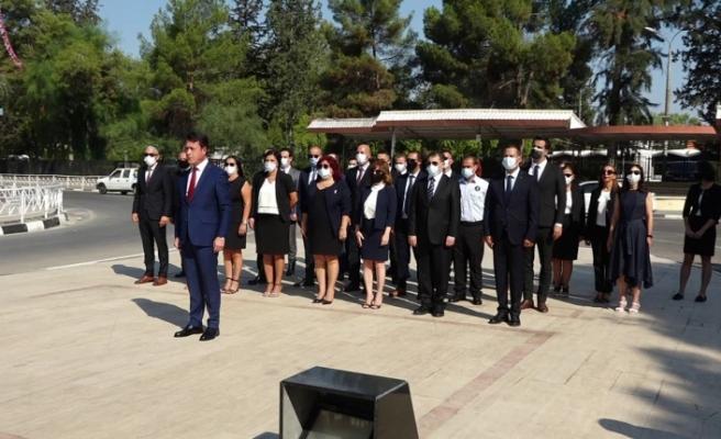 İş Bankası bugün 97 yaşında...KKTC Ülke Müdürlüğünden Atatürk Anıtına çelenk