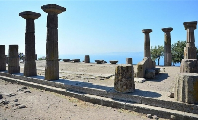 Assos kazılarında bir bebeğe ait 1300 yıllık ayak izleri bulundu