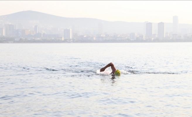 Emre Seven, deniz kirliliğine dikkati çekmek amacıyla Mersin'den KKTC'ye yüzüyor