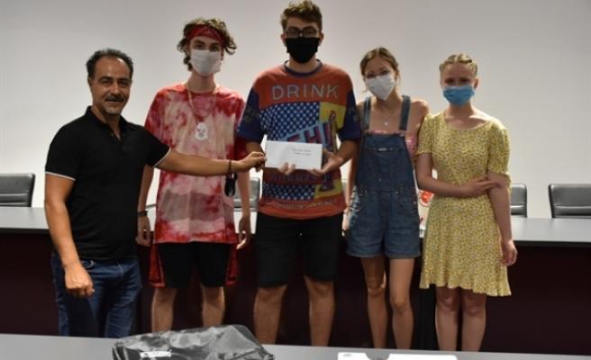 Grafiti ve resim yarışmasını kazananlara ödülleri verildi