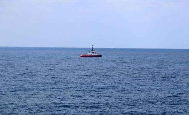 Hatay açıklarında Suriye kaynaklı petrol sızıntısına ilişkin temizlik çalışmaları sürüyor