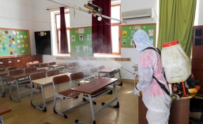 İskele Belediyesi, okullarda ilaçlama yaptı