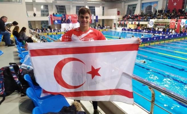 Kıbrıslı Türk yüzücü Emre, olimpiyatlara Bursa'da hazırlanıyor