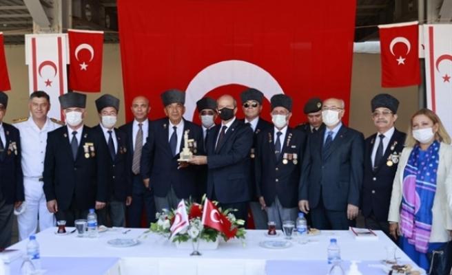Tatar, İzmir'de gazilerle buluştu