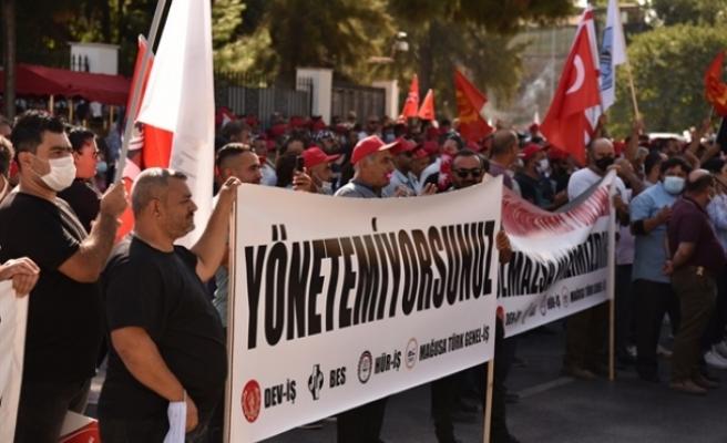 28 belediyede örgütlü sendikalardan Meclis önünde eylem