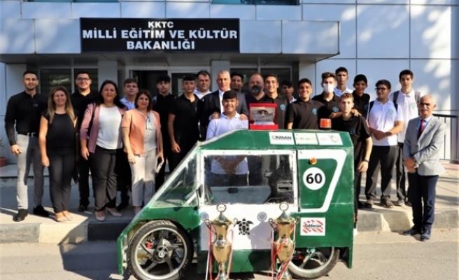 Amcaoğlu Sedat Simavi Endüstri Meslek Lisesi teknofest ekibini kabul etti