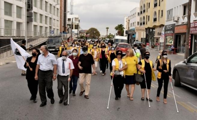 Görme engelliliği konusunda farkındalık yaratmak amacıyla Lefkoşa'da yürüyüş