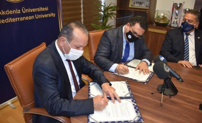 Merhum Kurucu Cumhurbaşkanı Denktaş'ın  anıt mezarı için DAÜ ile protokol imzalandı