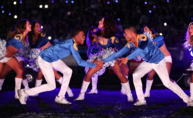ABD'de bir ilk: Super Bowl'da 'ponpon erkekler'