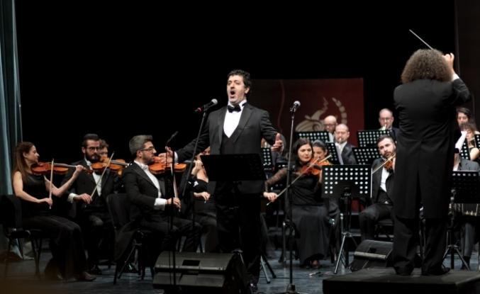Mustafa Akıncı, eşi Meral Akıncı'yla birlikte, Sevgililer Günü Konserleri'ni izledi