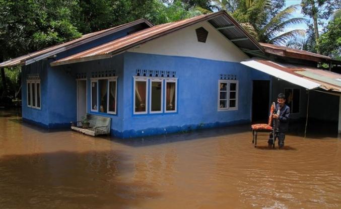 Endonezya'daki sel ve heyelanda ölü sayısı 104'e yükseldi