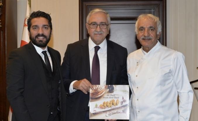 Akıncı gastronomi alanında çalışmalar yürüten Ali Özçil ve İhsan Erol Özçil'i kabul etti