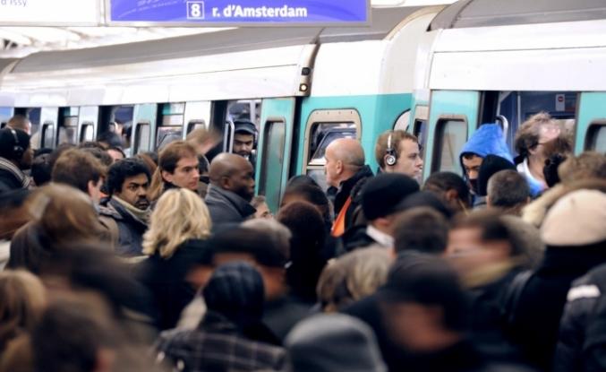 Paris'te 'kara cuma' yaşandı