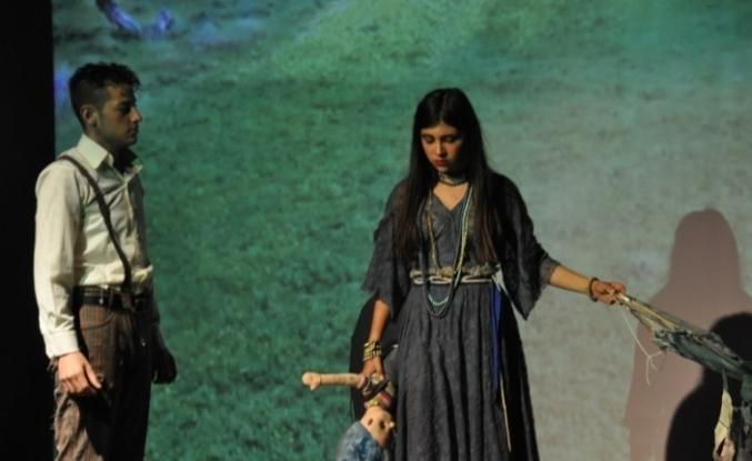 'Çökme Tehlikesi Var' oyunu Girne turnesine devam ediyor