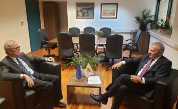 Fotiu, İsveç Büyükelçisi ile görüştü