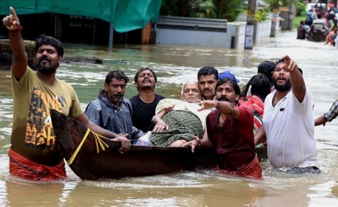 Muson yağmurlarından 2 bin 400 kişinin yaşamını yitirdi