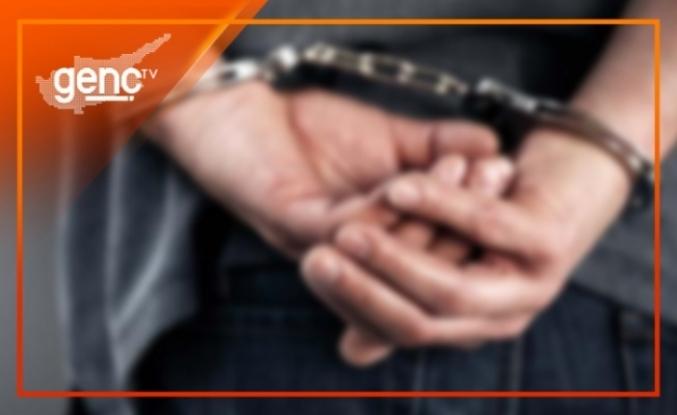 Kaldırım üzerinde park halinde bulunan araç içerisinde şüpheli kişi uyuşturucudan tutuklandı
