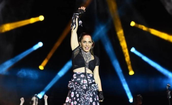 Yeni albümünün konserini Yenikapı'da gerçekleştirdi