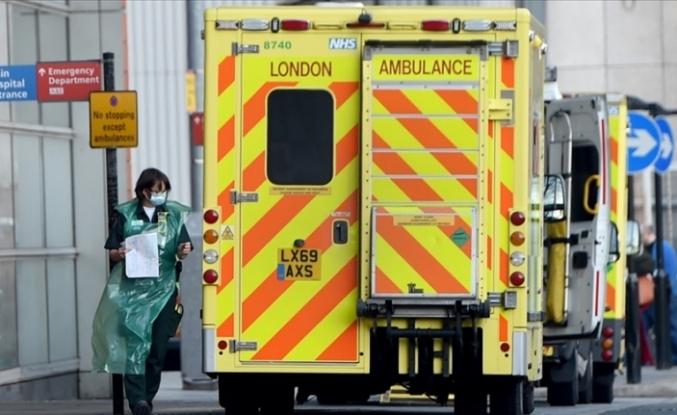 İngiltere'de her 30 saniyede bir Kovid-19 vakası hastanelere kabul ediliyor