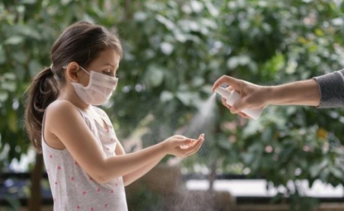 Uygun yüksekliğe konulmayan el dezenfektanları çocukların göz sağlığı için riskli