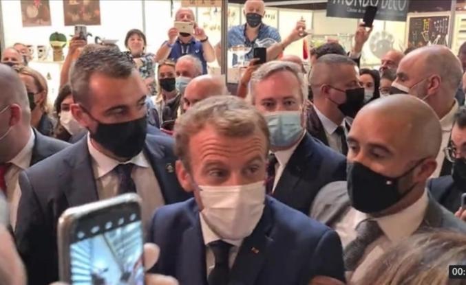 Fransa Cumhurbaşkanı Macron yumurtalı saldırıya uğradı