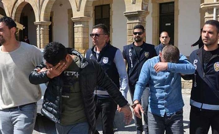 Naim cinayetinde bir tutuklama daha...Tutuklananların sayısı 5'e ulaştı. 5 kişi ise aranıyor