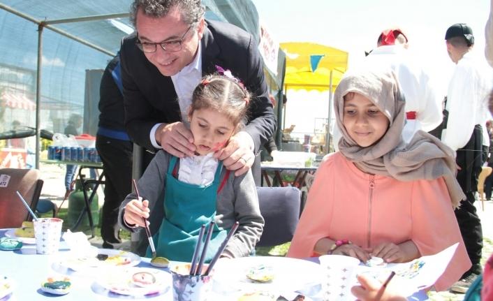 """Başbakan """"Bahar Gülleri Çocuk Şenliği""""ne katıldı"""