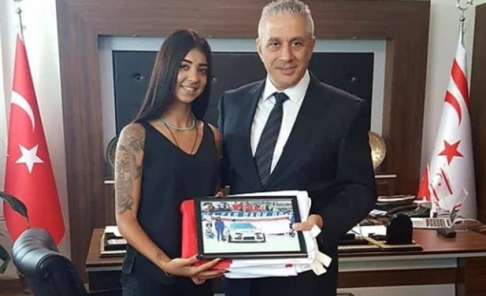 Taçoy, Redbull Car Park Dirift yarışlarına katılan kadın pilot Erçoban'ı kabul etti