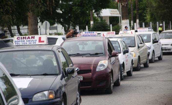 Şoför Okulları eylemde, Ulaştırma Bakanı Atakan'ı istifaya çağırdı