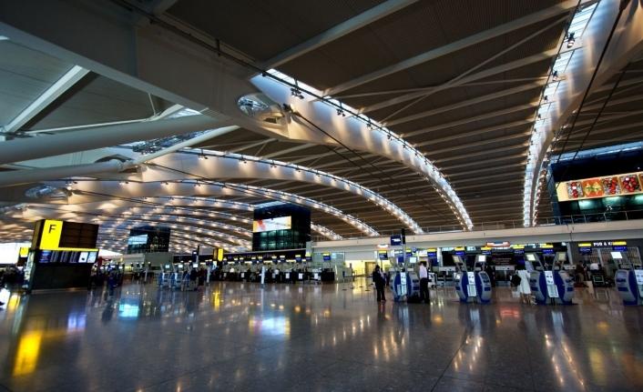 İngiltere'den Kıbrıs yolcularına karantina şartı
