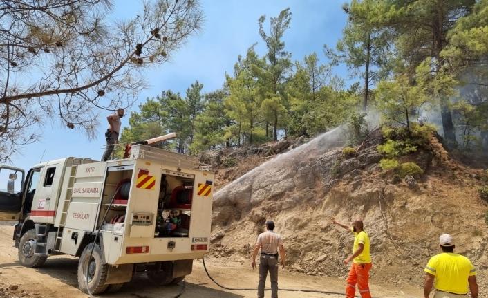 KKTC Sivil Savunma ekibi Manavgat'ta yangına müdahale ediyor